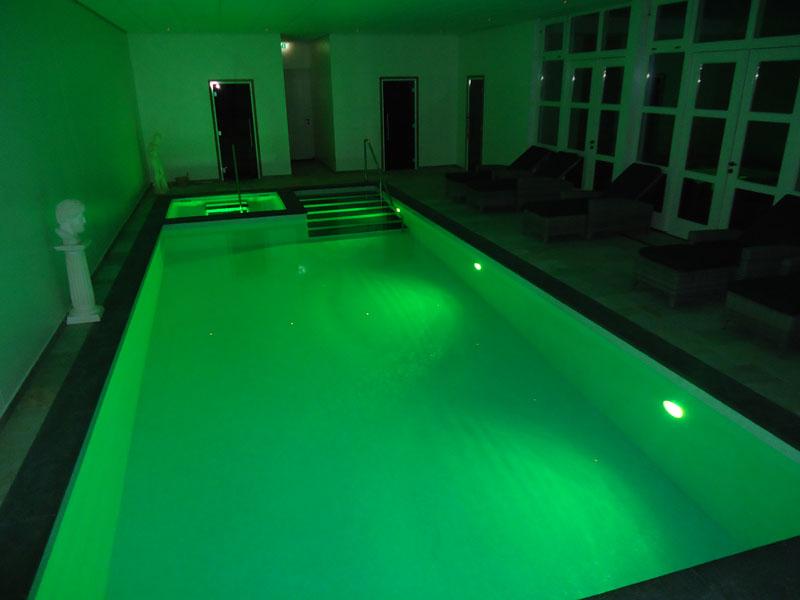De Gastelse Hoeve - Binnenzwembad met prachtige LED kleuren